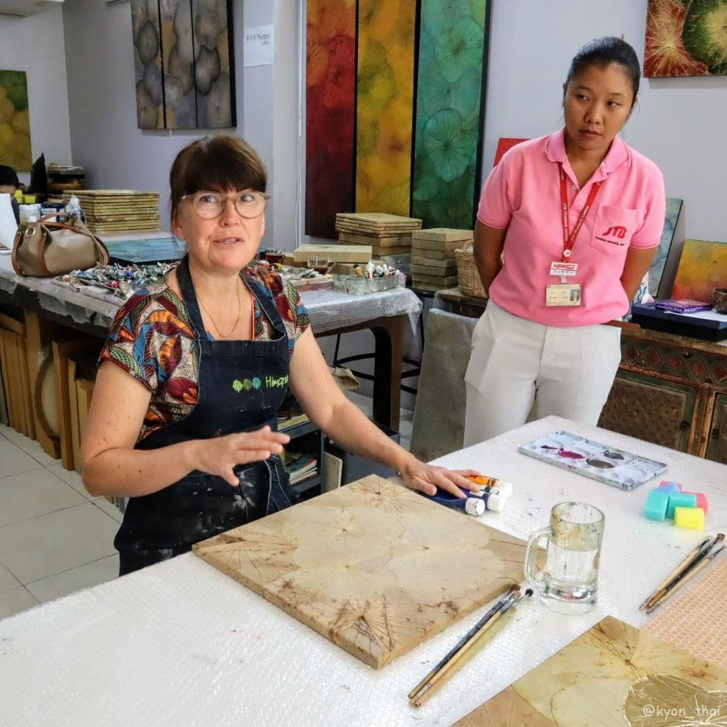 蓮の葉アートのキャサリン先生と添乗員さん